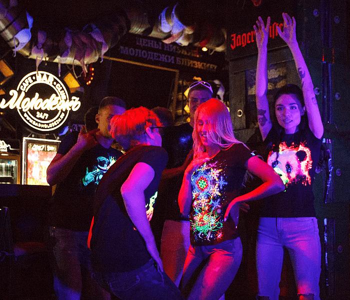 חולצה זוהרת למועדון - תל אביב