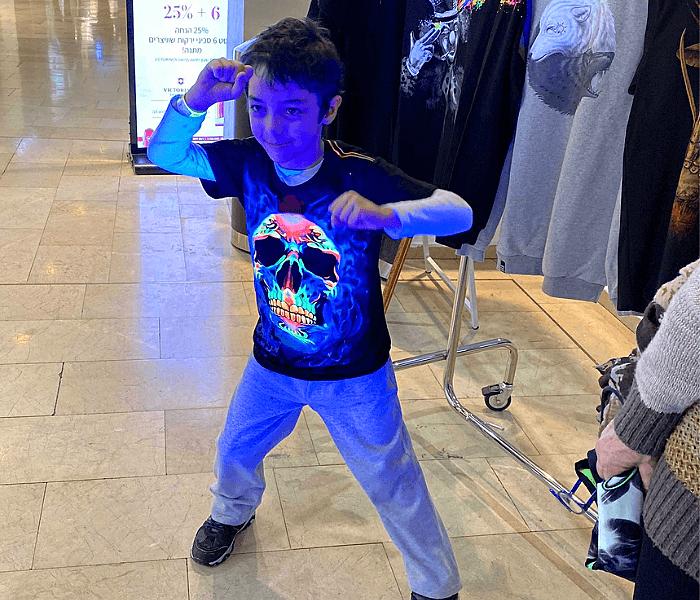 חולצות מגניבות עם הדפסות צבעוניות לילדים